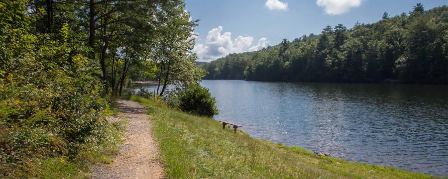 Hiking tips for beginners - lakeside trail